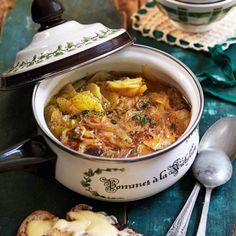 Recept på potatis- och löksoppa med härlig smak av timjan. Servera med bröd med smakrik ost. Blir fantastiskt gott! Vegetarian Eggs, Vegetarian Recipes, Healthy Recipes, Food Inspiration, Baking Recipes, Food Porn, Food And Drink, Snacks, Dinner