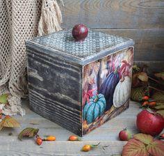 Уютная коробочка осенним настроением. В стиле Кантри. Для хранения кофе,чая,трав,приправ,орехов,сушеных грибов и других душистых даров лета.