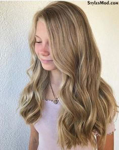 Brilliant Long Sun Kissed Hairstyles to inspire you this year. There are so many ways to make your hairstyles look stunning in This is also one of the most popular long hairstyles with a sun kissed look that you can try these days. Long Hair With Bangs, Easy Hairstyles For Long Hair, Short Hair Updo, Long Curly Hair, Hairstyles With Bangs, Weave Hairstyles, 80s Hairstyles, Thin Hair, Hairdos