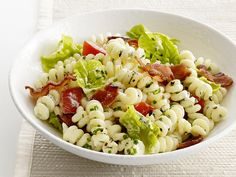 BLT Pasta Salad: Transform the classic sandwich into a picnic-perfect pasta salad: Crispy bacon, ripe summer tomatoes and fresh lettuce pop against the creamy pasta spirals.