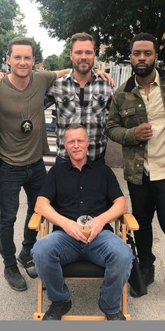 King Voight on his throne... Chicago Police, Nbc Chicago Pd, Chicago Shows, Chicago Med, Chicago Bears, Chicago Pd Halstead, Jay Halstead, Chicago Crossover, Elias Koteas
