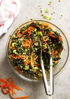 Chopped Kale Salad with Peanut-Chili Vinaigrette - kale, sweet peppers, cilantro, cashews, and edamame tossed in the most flavorful peanut-chili vinaigrette | littlebroken.com @littlebroken