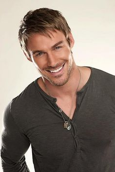 God Jessie Pavelka is one beautiful man! Freaking adorable!