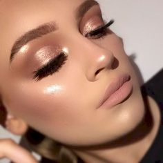 37 Casual Natural Prom Makeup Looks to Inspire You Prom Perfekter Frühlings- / Sommer-Make-up-Look! perfekte Menge an Textmarker und Lidschatten … Osterfest Make-up-Look? Makeup Hacks, Makeup Inspo, Makeup Inspiration, Makeup Goals, Makeup Trends, Makeup Guide, Makeup Tutorials, Natural Prom Makeup, Natural Lipstick