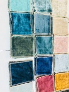 Le velours lavé Tsar dans les tons doux de bleu et rose poudré Restaurant, Throw Pillows, Yarns, Linens, Comme, Upholstery, Palette, Inspiration, Bedroom