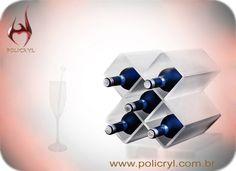 Suporte de garrafa e taça feitos em acrílico.  Bottle support and goblet done in acrylic.