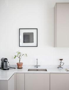 New kitchen colors gray cabinets interior design Ideas Kitchen Inspirations, Scandinavian Kitchen, Interior, Scandinavian Kitchen Design, Kitchen Decor, Beige Kitchen, Home Decor, House Interior, Minimalist Kitchen