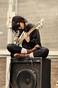 Jenny Lee Lindberg of Warpaint and her Rickenbacker 4001 bass Sound Of Music, My Music, Music Sing, Music Rock, Guitar Photography, Estilo Rock, Guitar Girl, Biggie Smalls, Poses References