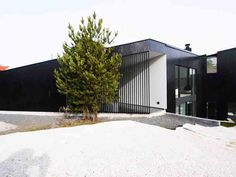 Driv Arkitekter | Bolig Sandefjord Garage Doors, New Homes, Villa, Outdoor Decor, Home Decor, Decoration Home, Room Decor, Interior Design, Home Interiors