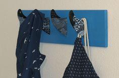 Surf Finnen Garderobe | Surf fin coat rack | #surfing #surfstyle #surfdecor #beachdecor #Hakenleiste #recycling #upcycling