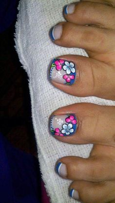 19 Super ideas for nails art cute flower Pedicure Designs, Pedicure Nail Art, Toe Nail Designs, Toe Nail Art, French Pedicure, Cute Toe Nails, Feet Nails, Toenails, Trendy Nail Art