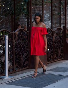 A great maternity dress looks chic and feels comfy! Red Maternity Dress, Spring Maternity, Asos Maternity, Stylish Maternity, Cute Maternity Outfits, Pregnancy Outfits, Maternity Fashion, Maternity Style, Friends Mode