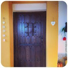 Andalusisch amarillo om de nieuwe deur. #geel