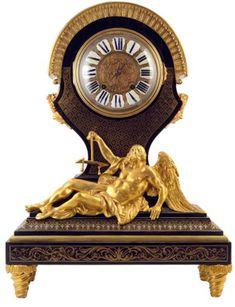 """Importante pendule en marqueterie dite """"boulle"""" de laiton sur fond d'écaille à décor de quatrefeuilles, rinceaux et motifs stylisés dans des encadrements de filets, cadran à cartouches émaillés, importante figure en bronze ciselé et doré figurant chronos, pieds toupies. Style Louis XIV XIXème siècle Clocks Inspiration, Louis Xiv, Antique Clocks, Cherub, Decoration, French Antiques, Diets, Weight Loss, Cool Stuff"""