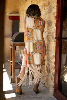 """Vamos a um show? Pull Crochet, Mode Crochet, Crochet Jacket, Crochet Poncho, Crochet Cardigan, Crochet Fashion, Crochet Designs, Crochet Clothes, Boho Fashion"