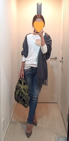 White tops: COS, Denim: Hollister, Grey scarf: Johnstons, Bag: JAMIN PUECH, Beige pumps: Jimmy Choo