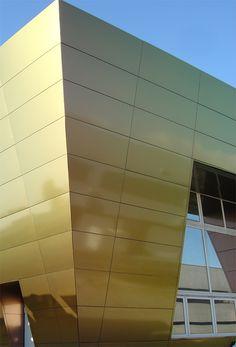 Alucobond facade Interior Cladding, Aluminium Cladding, Building Facade, Facade Design, Building Materials, Architecture Details, Wall Murals, Exterior, Performing Arts