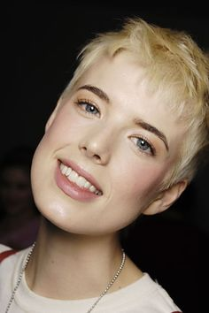 Agyness Deyn with dark eyebrows and a pixie cut with baby bangs
