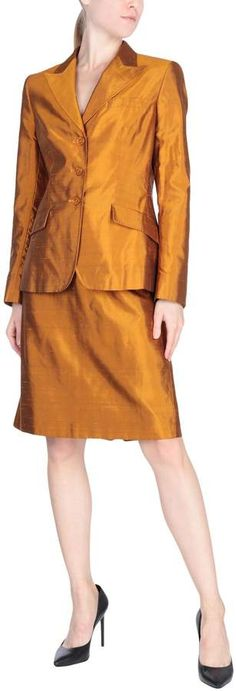 Max Mara Women Suit on YOOX. The best online selection of Suits Max Mara. YOOX exclusive items of Italian and international designers - Secure payments Women's Suits, Autumn Fashion Casual, Max Mara, Suits For Women, Dresses For Work, Blazer, Color, Colour, Woman Suit