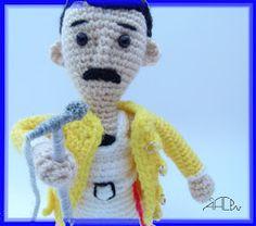 Creando Mingumios de esos....: FREDDIE MERCURY Pinterest Crochet Patterns, Crochet Toys Patterns, Stuffed Toys Patterns, Knitting Patterns, Crochet Men, Crochet Baby, Fred Mercury, Amigurumi Tutorial, Disney Cartoons
