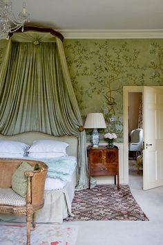 Posh bedrooms & castle bedrooms: Living the dream starts with having a dreamy bed. Castle Bedroom, Home Bedroom, English Bedroom, Country House Interior, Bedroom Green, Beautiful Bedrooms, Decoration, Home Furniture, Villa