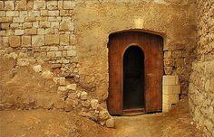 Porta em fortaleza de El-Qoseir, na costa do Mar Vermelho, Egito.  Fotografia: Amr Soliman no Flickr.