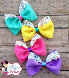 These adorable bows are 4 inches across. They are made with 3 inch ribbon. You choose clip. Please list in the note to seller which colors. Diy Baby Headbands, Diy Hair Bows, Diy Bow, Diy Headband, Diy Ribbon, Ribbon Hair, Bow Hair Clips, Ribbon Bows, Boutique Bows