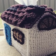 Hellostitchesxo: Free Country House Tissue Box Cover crochet pattern, with crocodile stitch roof.