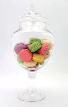 Party Themes and Party Ideas - Girls Party Themes - My Yummy Sweet Shop Macaroons Wedding, Glass Sweet Jars, Lolly Jars, Yummy Treats, Sweet Treats, Glass Apothecary Jars, Glass Jars, Food Decoration, Decorations