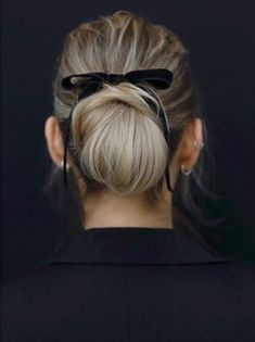 Classic thin black velvet bow. Hair Inspiration: The bow chic bun. Relaxed wedding hair inspiration ideas. Cute for a date night. Christmas holiday party hairstyle hair ideas inspiration. Classic Style, Headbands, Chic, Makeup, Accessories, Fashion, Make Envelopes, Hair, Shabby Chic