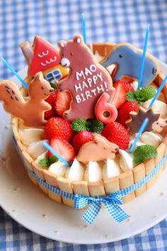 birthday cake w/ animal sugar cookies #cake #sweet #cook