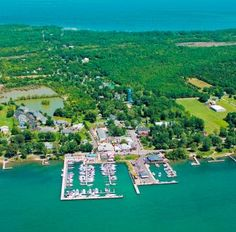 Nearby Put-in-Bay attracts bigger crowds, but Kelleys Island, the largest U.S. island in Lake Erie, has quiet appeal. Hop on the ferry in Marblehead, Ohio, for a scenic weekend of bike riding and shore time on one of the Midwest's loveliest beaches.