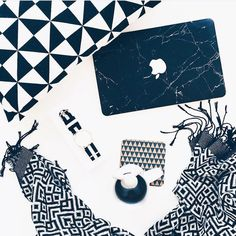 M o n o c h r o m e  | www.uniqfind.com | #macbook #marblemac #minimal