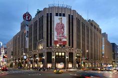 The Yayoi Kusama inspired windows at the Louis Vuitton Isetan store in Tokyo. © Louis Vuitton