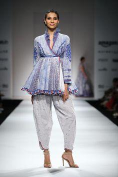 Trendy Fashion Show Ramp Design Spring 2016 India Fashion Week, Lakme Fashion Week, Tokyo Fashion, Runway Fashion, Trendy Fashion, Fashion Show, Fashion Outfits, Fashion Design, Street Fashion