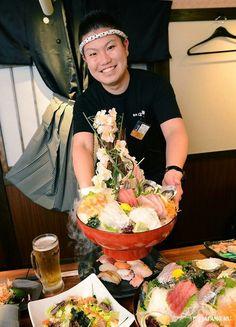 Colorful sashimi and sushi on top of dry ice^^ Vivid atmosphere of Izakaya makes us wanna to eat more XD #hananomai #sakamotoryuma #izakaya #beer #food #akihabara #tokyo #japan #japankuru #cooljapan #japancool #100tokyo #seafood #sushi #sashimi #colorful #instagram #webstapick #webstathemes02_brightcolors #ihch_joyful01