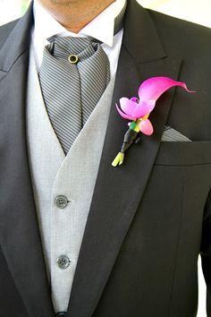 www.charmingstudio.com.mx   El botonier del novio a juego con el ramo de la novia  / Wedding Planning Merida, Yucatan, Mexico    #boda #mexico #yucatan #merida #bodamexico #bodayucatan #bodamerida #weddingplanning  #organizaciondebodas #coordinaciondebodas #bodadestino #bodasdestino #hacienda
