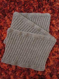 Cachecol / Gola em crochet, com a composição de 65% lã e 35% Alpaca.