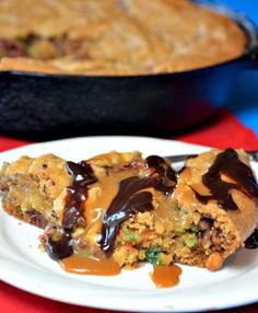 Candy Bar Skillet Cookie | This skillet dessert recipe is sure to be your family's favorite!