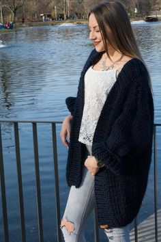 Oversize Knitloop Strickjacke aus chunky Wolle