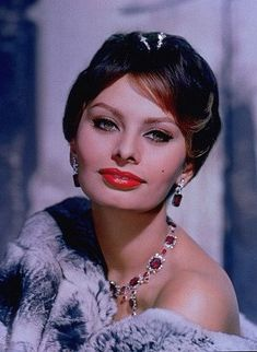 vintage everyday: Classic Beauty Icon of Italy – 35 Stunning Color Photos of Sophia Loren in the and Love Vintage, Vintage Glamour, Vintage Beauty, Vintage Makeup, Old Hollywood Glamour, Golden Age Of Hollywood, Vintage Hollywood, Classic Actresses, Beautiful Actresses