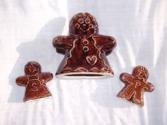 HULL Pottery Assn Brown Drip Gingerbread Man Boy Salt Pepper Napkin Commemorative