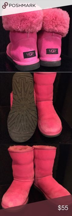 🎀💕👙👛Pink Ugg Boots 🌂🌺🍉🎀 Ugg, Bright Pink boots. Used and has flaws as you can see from photos, where arrow is drawn. Short style. Can be worn up or flipped down to show pink fur inside. Has black sole. I purchased these on Posh. I found another pair and no longer need these. Size is 8.5, true to size. UGG Shoes Winter & Rain Boots