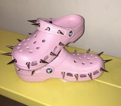 these are some very lit croccs Pink Crocs, Crocs Shoes, Grunge Style, Soft Grunge, Tokyo Street Fashion, Pastel Goth Fashion, Pastel Goth Shoes, Botas Goth, Le Happy