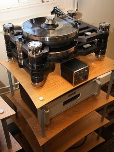 KRONUS TURNTABLE + AUDIO RESEARCH PHONO AMP.