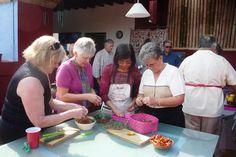 Norteamericanas preparan comida prehispánica