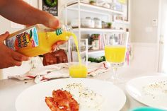 When it comes to breakfast time, my hubby is the chef! He makes amazing poached eggs and paired with bacon and orange juice it's my favorite!! I can't handle all the acidity of most juices though so I was happy to find this new low acid product from Simply Orange Juice! Where was this when I was pregnant?! Haha. It's so delicious. (I blogged about it earlier this month!) ‪#sponsored‬ ‪