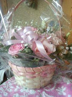 妹の友人から花束を受け取りました。かわいらしくてきれいです。
