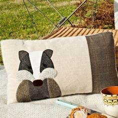 Sewing Cushions Handmade Badger cushion with linen and mixed tweed wools. Applique Cushions, Sewing Pillows, Wool Pillows, Wool Applique, Diy Pillows, Wool Rug, Quilting Projects, Sewing Projects, Quilting Ideas