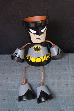 Artículos similares a Batman terracotta clay pot person en Etsy